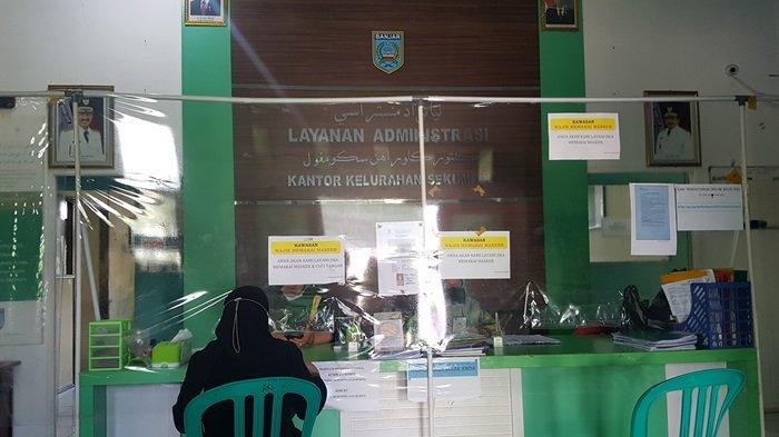 Pelayanan di kantor Kelurahan Sekumpul Martapura, Kalsel.