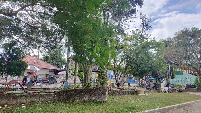 Lapangan Pahlawan Amuntai Kabupaten HSU, Asyik Bersantai di Taman Asri dan Tempat Bermain Anak