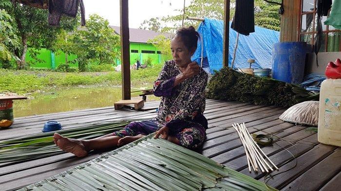 Perajin Daun Nipah di Desa Panjaratan Kecamatan Pelaihari Tanahlaut, Digeluti Secara Turun-temurun