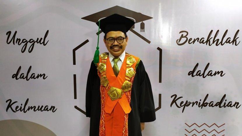 Rektor-UIN-Antasari-Banjarmasin-periode-2017-2021-Prof-Dr-H-Mujiburrahman-MA.jpg