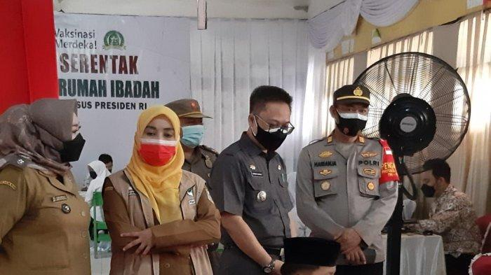 Kejar Target Vaksinasi, Camat Cibarusah Genjot Peran RT/RW Ajak 6.465 Warga Bersedia Divaksin