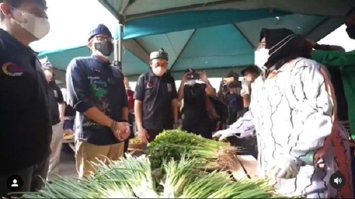 VIDEO Seorang Pedagang Mengeluh Tidak Punya Penghasilan ke Sandiaga Uno: Kapan Wisata Dibuka Pak?