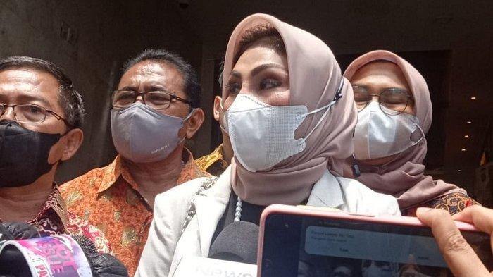 Putri Nia Daniaty Tiba-tiba tak Enak Badan saat Ingin Diperiksa Polisi Terkait Dugaan Penipuan CPNS
