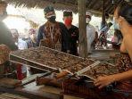 Sandiaga-Salahuddin-Uno-Kain-Tenun-di-Bali.jpg