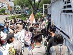 demo-mahasiswa-karawang.jpg