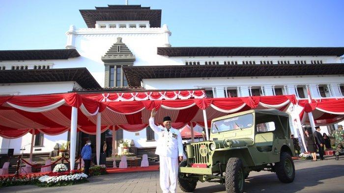 Cerita Wagub Jawa Barat, Penggemar Mobil Antik yang  Ogah Didampingi Mobil Patwal