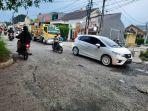 DPUPR-Kota-Depok-melakukan-perbaikan-jalan-rusak-di-Jalan-Raya-Pasir-Putih-1.jpg