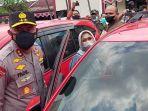 Kapolda-Metro-Jaya-Irjen-Fadil-Imran-bersama-korban-atau-pemilik-kendaraan-mengecek-mobil.jpg