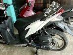 Motor-yang-ditinggalkan-pelaku-pencurian-di-Kampung-Serab-RT-0404-Sukmajaya.jpg