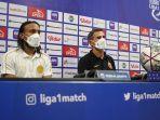 Pelatih-Persija-Jakarta-Angelo-Alessio-kanan-kaos-hitam.jpg