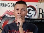 Rowman-Ungu-saat-ditemui-di-kawasan-Cikini-Jakarta-Pusat.jpg