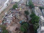 Sejumlah-rumah-yang-berdiri-di-bantaran-sungai-Ciliwung-Bukit-Duri-pada-Selasa-1172017.jpg