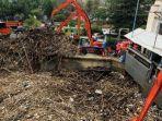 Timbunan-sampah-di-pintu-air-Manggari-Jakarta.jpg