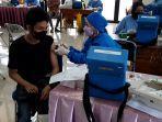 Warga-mengikuti-pelaksanaan-lanjutangebyar-vaksinasi-Covid-19-di-Kecamatan-Sukmajaya.jpg