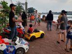 pengunjung-menikmati-suasana-di-Situ-Rawa-Besar-Depok-Jaya.jpg