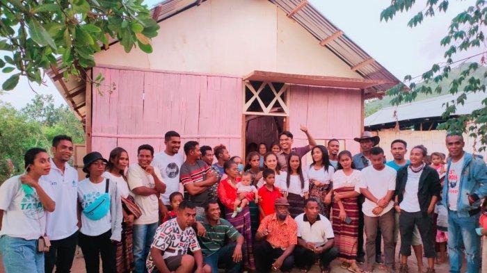Gemohing Taman Daun dan Warga Baobolak Mengubah Gubuk Janda Jadi Rumah Layak Huni