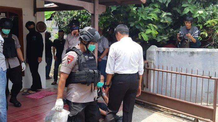 Geledah Kamar Terduga Teroris di Lampung, Densus 88 Dimarahi Pemilik Kos Gara-gara Tak Copot Sepatu