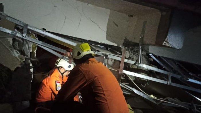 Rintihan Kesakitan Pasien RS Mitra Manakarra Tertimpa Reruntuhan Akibat Gempa Majene, Warga Bingung
