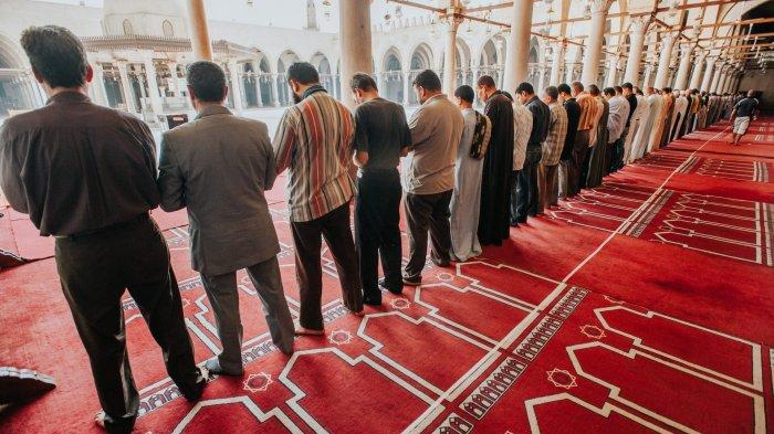 Ayo Salat Fajar atau Qobliyah Subuh 2 Rakaat, Ini Bacaan Niat & Surat yang Sering Dibaca Rasulullah