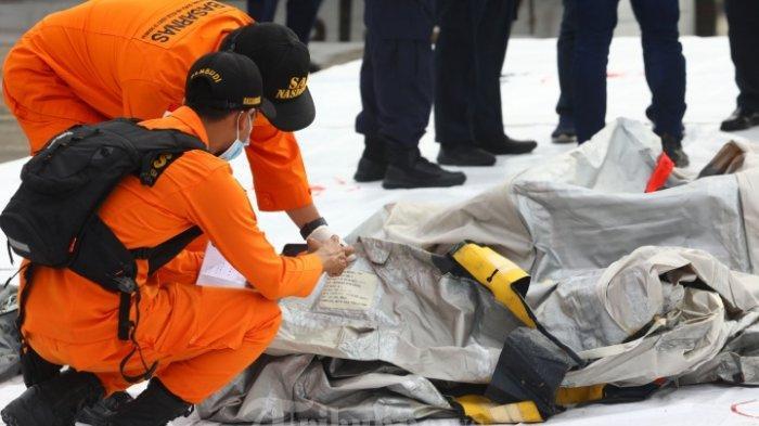 Temuan Baru Tim Basarnas: 3 Kantong Serpihan Pesawat Sriwijaya SJ 182 & 5 Kantong Potongan Manusia