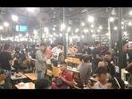 detik-detik-polisi-bubarkan-pengunjung-kafe-di-surabaya-untuk-cegah-corona.jpg