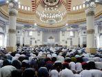 sholat-5-waktu-di-masjid.jpg