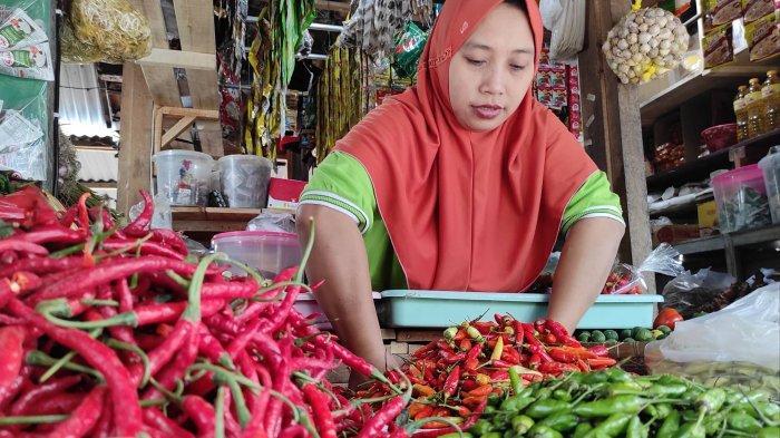 Harga Cabai Rawit dan Bawang Merah di Kota Blitar Merangkak Naik, Beras Turun Tajam