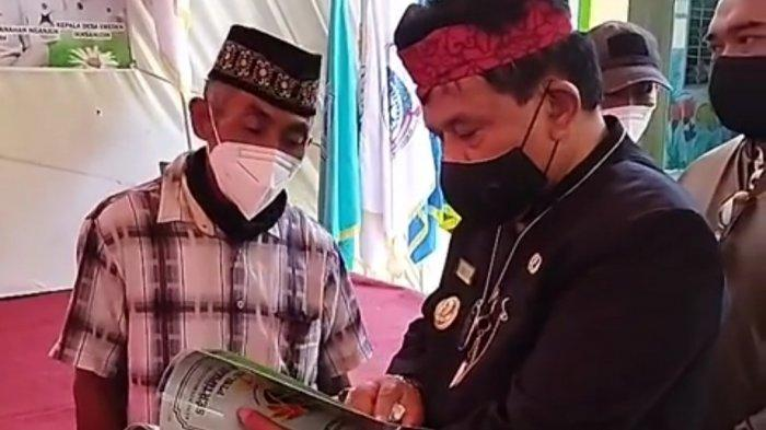 Beri Kepastian Hukum Status Tanah, Kang Marhaen Serahkan 1.200 Sertifikat Tanah Program PTSL