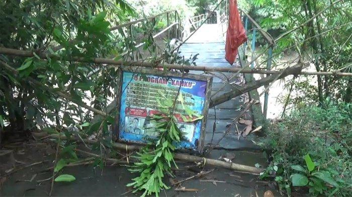 Jembatan Penghubung Dua Desa di Trenggalek Patah Diterjang Arus Sungai yang Deras