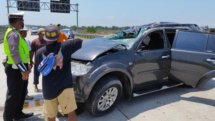 Mobil Pajero Tabrak Pembatas Jalan di Tol Nganjuk-Madiun, Dua Penumpangnya Luka-luka