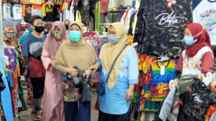 Pedagang Bersukaria Menyambut Ujicoba Pembukaan Kembali Makam Bung Karno di Kota Blitar
