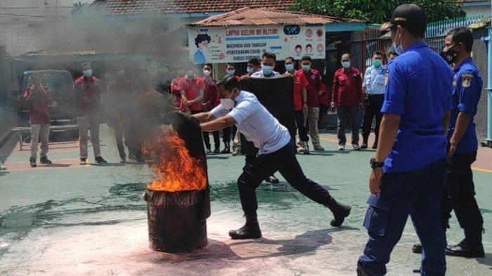 Belajar Dari Kebakaran Lapas di Tangerang, Petugas LP Blitar Dilatih Penanggulangan Kebakaran