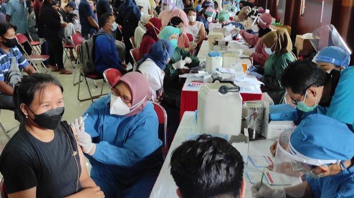 Ribuan Warga Antusias Ikuti Serbuan Vaksinasi di Kota Blitar