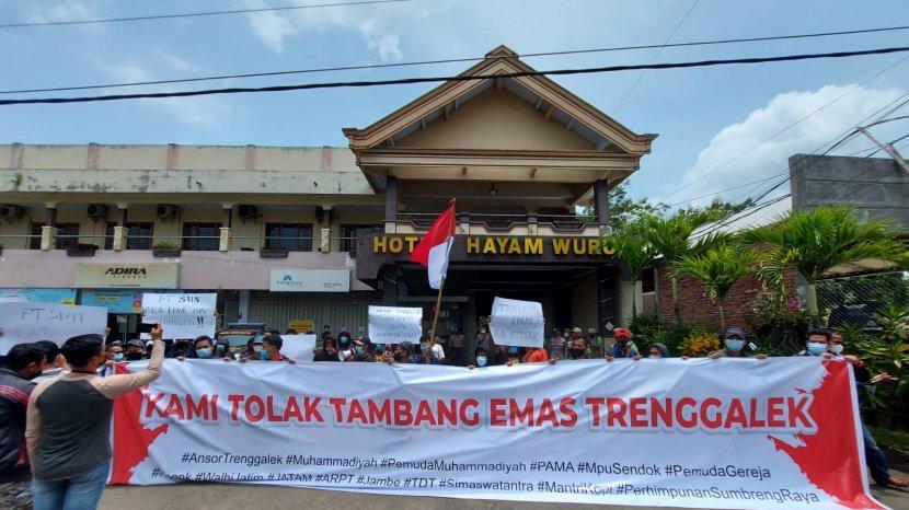 Demo-penolakan-tambang-di-Kabupaten-Trenggalek.jpg
