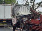 dua-truk-boks-terlibat-kecelakaan-di-nganjuk.jpg