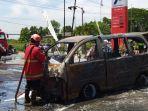 mobil-terbakar-di-SPBU-desa-Godean-Nganjuk.jpg