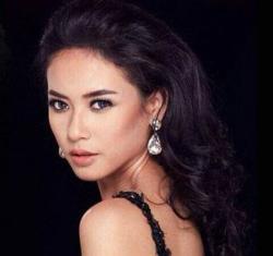 Elvira Ditertawakan di Ajang Miss Universe