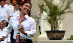 Di Kotabaru Menteri Susi Tebar Senyum ke Warga
