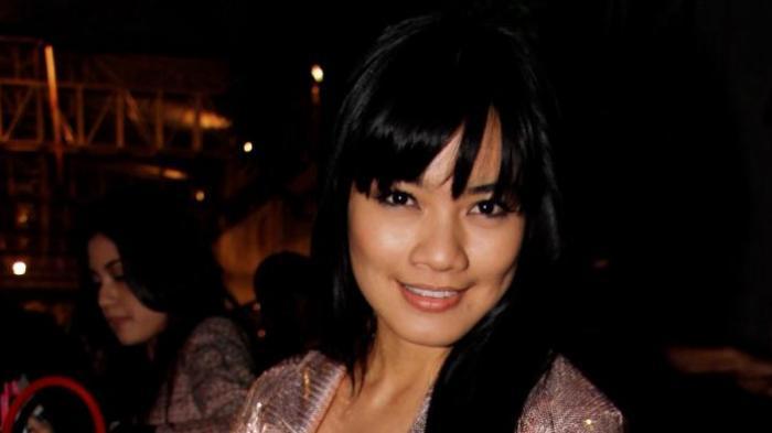 Titi Kamal-Christian Sugiono Bawa Anak Mudik ke Jerman