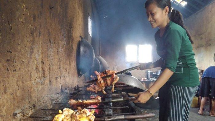Menikmati Ayam Bakar Mak Gogok di Blora, Kuliner Legendaris Berawal dari Centong Kayu