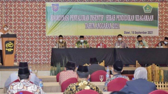 'Terima Utuh, Jangan Ada Potongan', Pesan Bupati Tegal Ihwal Insentif Guru Keagamaan Rp1,7 Juta