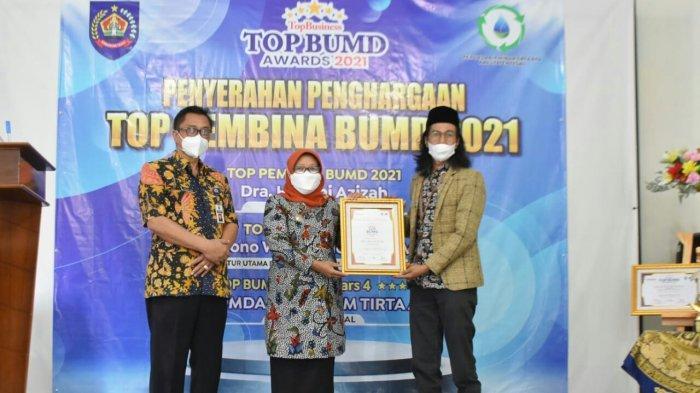 Bupati Tegal Umi Azizah Dapat Penghargaan Top Pembina BUMD 2021
