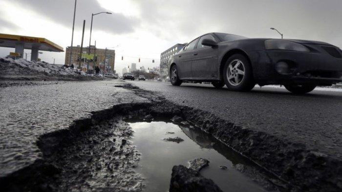 Hai Pengemudi, Kenali Jenis Kerusakan Ban Kendaraan karena Jalan Berlubang dan Cara Mengatasinya