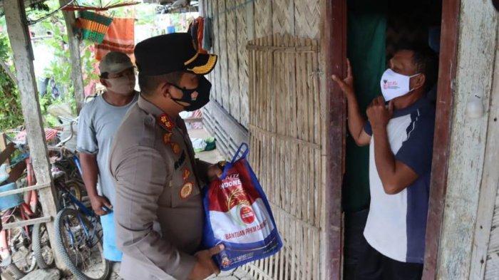 Kapolres Pemalang ke Pelosok Desa, Door to Door Ajak Warga Ikuti Vaksinasi Sambil Berikan Bantuan