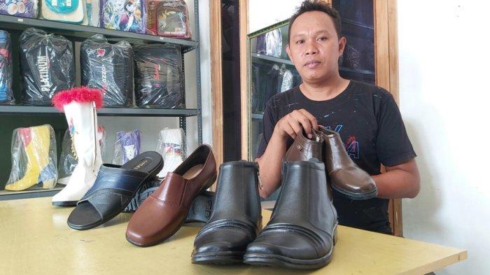 Melongok Sentra Kerajinan Sepatu Kulit di Tegal, Produknya Dibanderol mulai Rp150.000 - Rp1 Juta