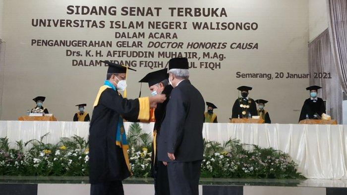 Fikih Nusantara Antar Kiai Afif Peroleh Penganugerahan Doktor Honoris Causa dari UIN Semarang