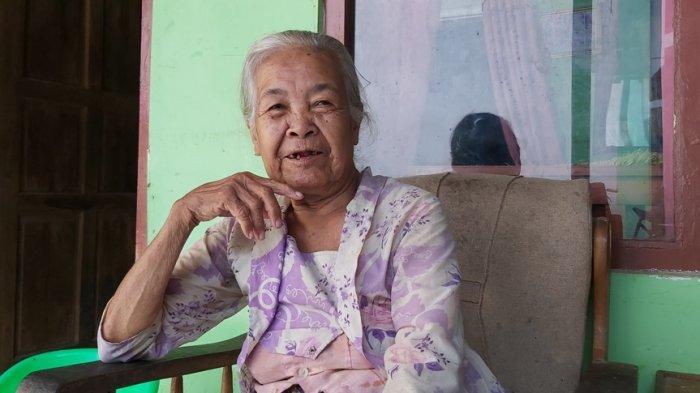Kisah Mbah Tarmi Nenek 102 Tahun di Tegal, Semringah Divaksin, Sempat 10 Kali Tak Lolos Screening