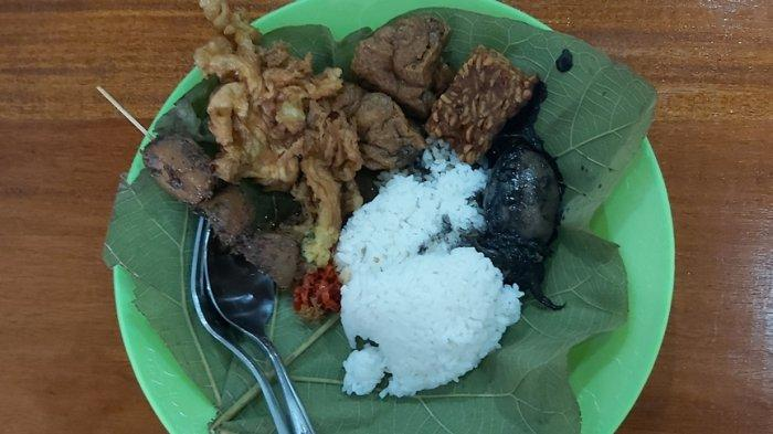 Nasi Jamblang Khas Cirebon di Tegal, Lauk Komplit Tak Kalah dari Daerah Asal, Segini Harganya