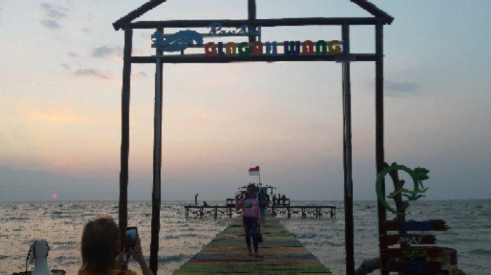 Menikmati Sunset di Pantai Glagah Wangi Istambul Demak