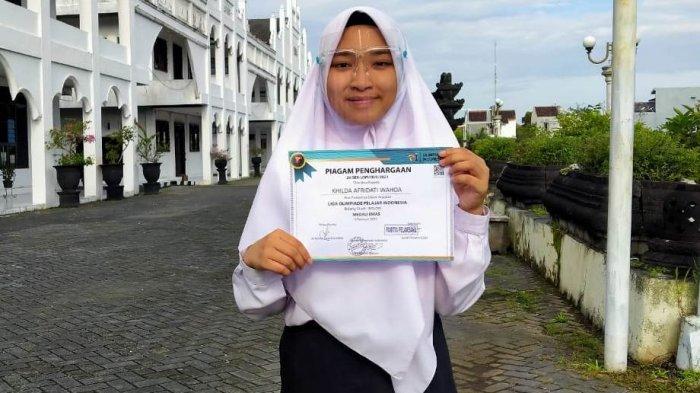 Santriwati SMA Unggulan Ponpes Modern Selamat Kendal Raih Medali Emas Olimpiade Pelajar Indonesia